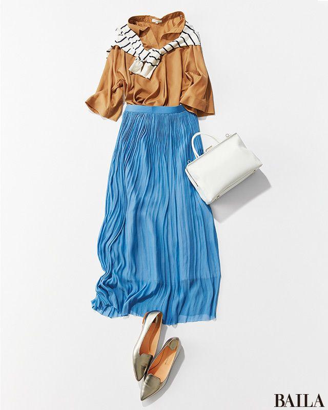 今日は、きちんと感のあるベーシュのスキッパーシャツに、涼やかなブルーのプリーツスカートを合わせたコーディネートを。顔まわりとバッグで白をきかせれば、軽快な抜け感が作れて一気に夏らしく! 鮮度をぐっと引き上げたいならば、足もとにトレンドのシルバーパンプスを加えて。 カーディガン¥1・・・