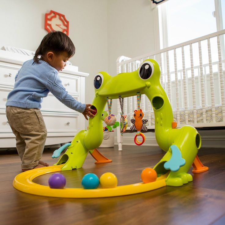 Entertain little tadpoles from tiny to toddler™ with this grow-with-me gym that transforms from an infant play gym to a toddler ball drop. In stage one, little