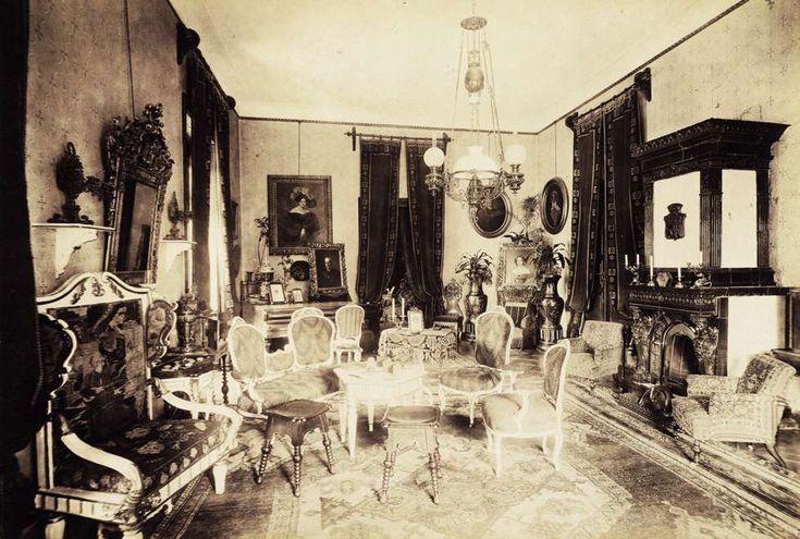 Somogytarnóca (ekkor önálló, ma a város része), a Széchenyi-kastély nagyszalonja. A felvétel 1895-1899 között készült. A kép forrását kérjük így adja meg: Fortepan / Budapest Főváros Levéltára. Levéltári jelzet: HU.BFL.XV.19.d.1.11.047