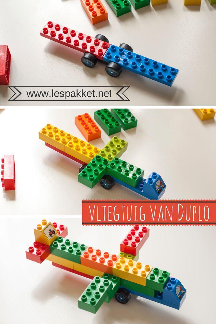Ik kwam op internet een vrij eenvoudig vliegtuig tegen gemaakt van Lego. Hier thuis spelen we voornamelijk met Duplo. Ik zette een vliegtuig van Duplo in elkaar en maakte er een stappenplan van. Het mooie was dat de kinderen hier thuis direct hun eigen vliegtuigen (en autos) gingen maken! Zo gaat dat vaker: je geeft een voorzetje en de kinderen zijn weer uren bezig. Dus: maak eens vliegtuigen van Duplo! #JufBianca