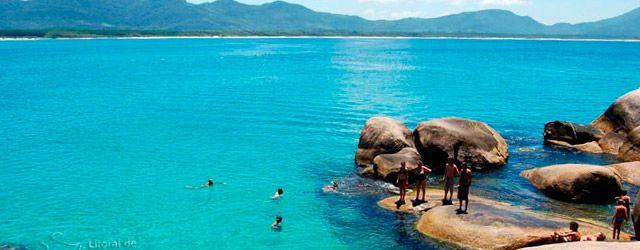 Florianópolis, la isla de las dos caras    El 97% de Florianópolises una isla; su principal atractivo es la diversidad de playas que podésrecorrer. La ciudad ofrece tanto aguas tranquilas como zonas con olas gigantescas. ...