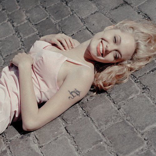 Angelina Jolie, blonde