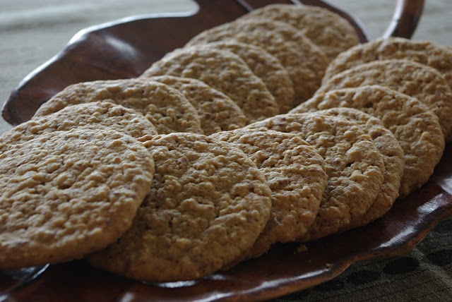 Ground Chocolate and Oat CookiesOats Cookies, Chocolates Chips Cookies, Mennonite Girls, Chocolates Bar, Chocolates Oatmeal Cookies, Ground Chocolates, Food Recipe, Real Food, Families Favorite