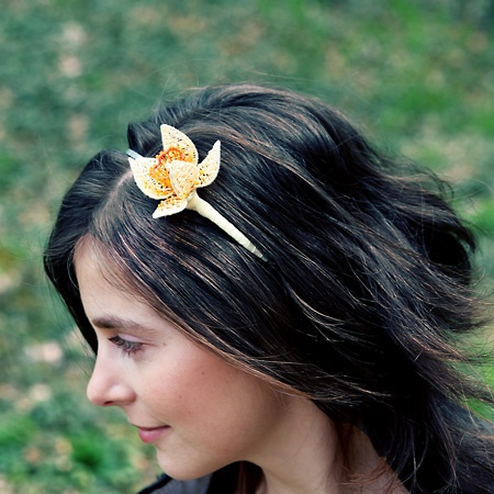 headdress with 3D daffodil; nycrame, by Nady; photo by Monika Hulova