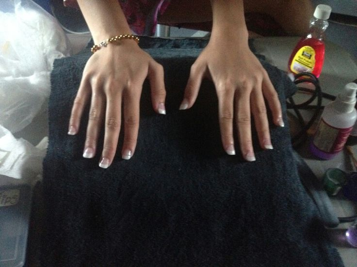 Nails french look