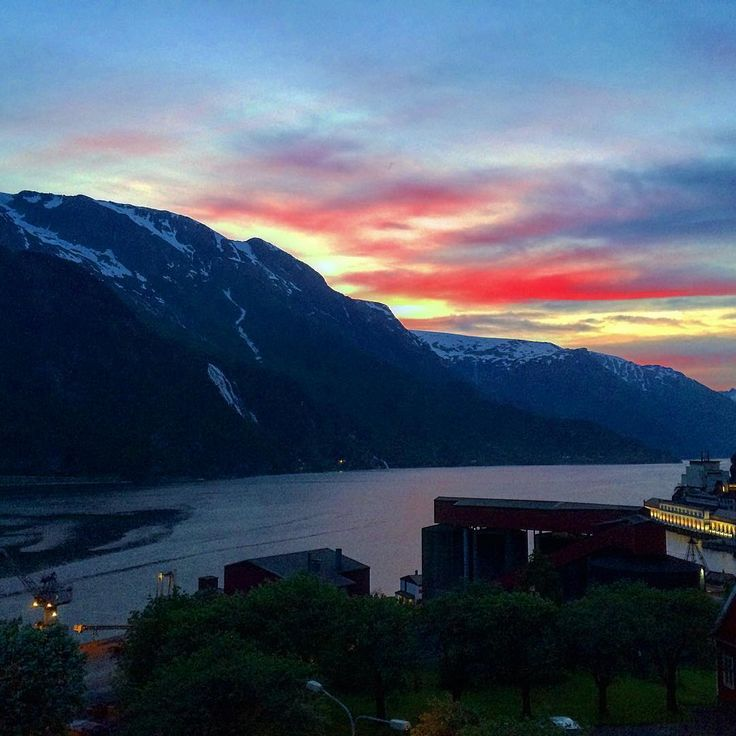 We have long days now... If You are looking for outstanding, breathtaking holiday with hiking, glacier walks,waterfalls,fresh water fishing and much more come visit us.  #whitenight#extremesports#norway#norge#visitnorway#tyssedal#odda @tyssedalhotel