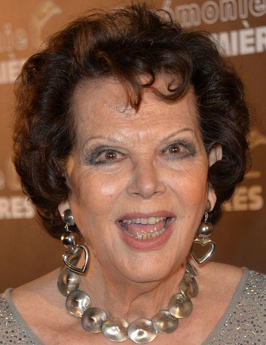 Claudia Cardinale 15-04-1938  Italiaans filmactrice. In 1957 won zij een schoonheidswedstrijd in Tunesië; haar prijs was een bezoek aan het filmfestival van Venetië, waar zij werd ontdekt door haar latere echtgenoot Franco Cristaldi. Hoewel zij aanvankelijk werd gecast als sekssymbool, groeide zij uit tot een internationaal gerespecteerd actrice. https://youtu.be/q7Yw1UsoiQU