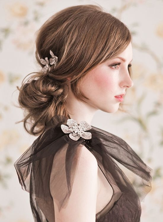 Want wedding hair that looks effortless yet elegant? Try a loose chignon gathered at the nape of your neck. And, for a luxe touch add some sparkle with floral frenzy combs.