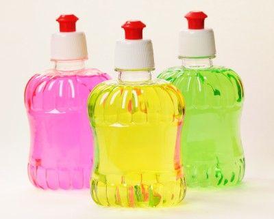 Maak zelf vloeibare zeep voor in je natuurlijke reinigingsproducten.