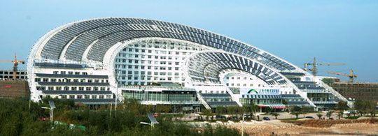 's Werelds grootste kantoorgebouw op zonne-energie geopend in China