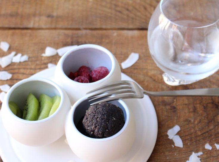 これからの季節の紫外線対策、シミ予防に 抗酸化力がつよい、 アサイーベリーを使ったトリュフ♪ 美白効果も期待でき、朝食におすすめ♪ High antioxidant power, truffle ♪ using Acai Berry Whitening effect it can be expected. It is recommended for breakfast ♪