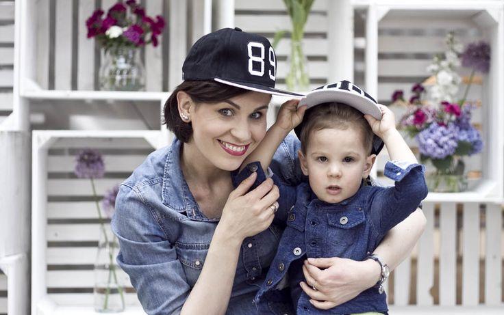 Jak krople wody :) zdjęcia z sesji MiniMe z okazji Dnia Matki. Mama - kurtka Only, synek - Smyk, czapki - YoungReporter
