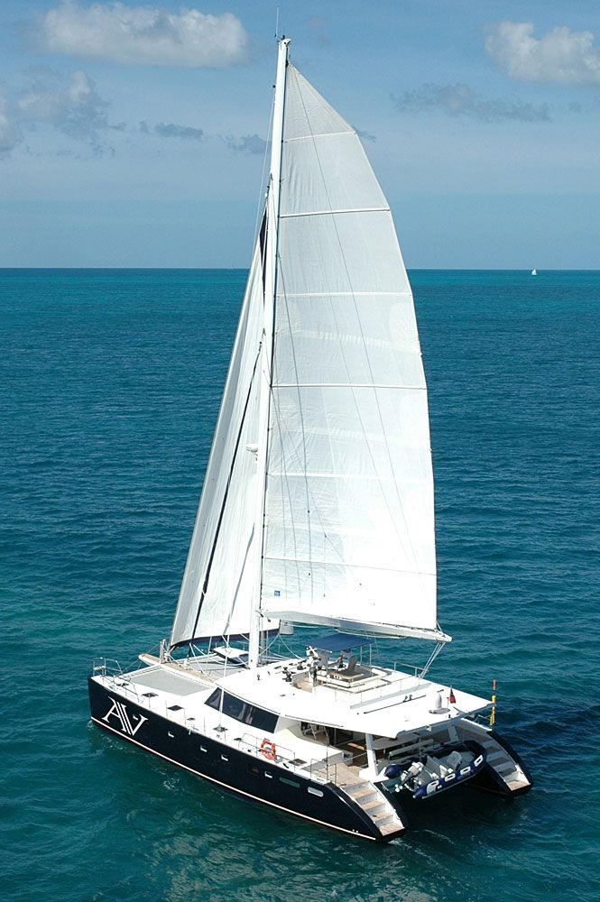 ♂ Sunreef's Argonauta V, a 62-foot sailing cat, features a spacious social area on its aft deck.