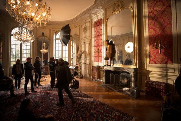 Longchamp svela il dietro le quinte della nuova pubblicità scattata in una delle ville piu' belle francesi con Alexa Chung.http://www.sfilate.it/227958/chateau-des-ormes-gioiello-xviii-per-ladv-longchamp-alexa-chung
