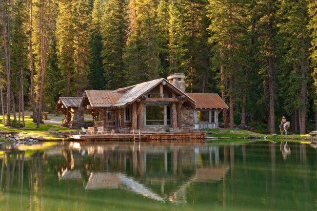 Дом в лесу из камня и оцилиндрованного бревна