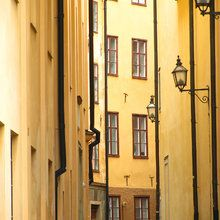 Fototapet - Narrow Alley of Stockholm Old Town