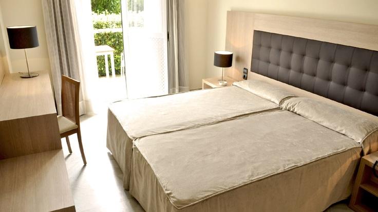 Habitación premium terrace del #hotel Catalonia Mirador des Port en #Menorca http://www.hoteles-catalonia.com/es/nuestros_hoteles/europa/espanya/baleares/menorca/hotel_catalonia_mirador_port/index.jsp