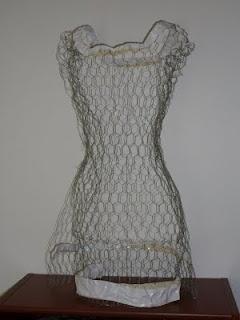 Best 25 chicken wire art ideas on pinterest chicken wire tutorial for making a chicken wire form looks easy enough chicken wire sculpture diychicken wire artchicken solutioingenieria Images