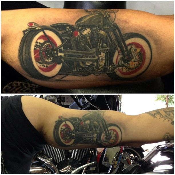 25 best ideas about motorcycle tattoos on pinterest biker tattoos hd tattoos and engine tattoo. Black Bedroom Furniture Sets. Home Design Ideas