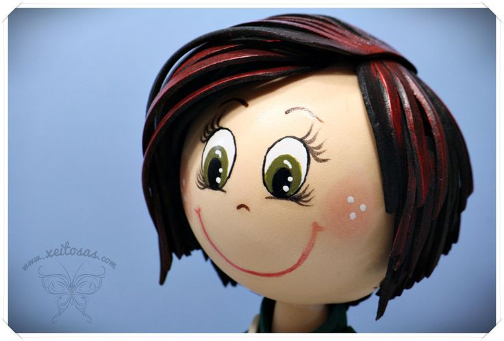 Fofucha personalizada con mechas en el pelo. Todo en goma eva y pintado  http://www.xeitosas.com/