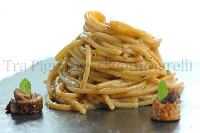 Spaghetti con crema di finocchi, alici, pesto di pistacchi e menta
