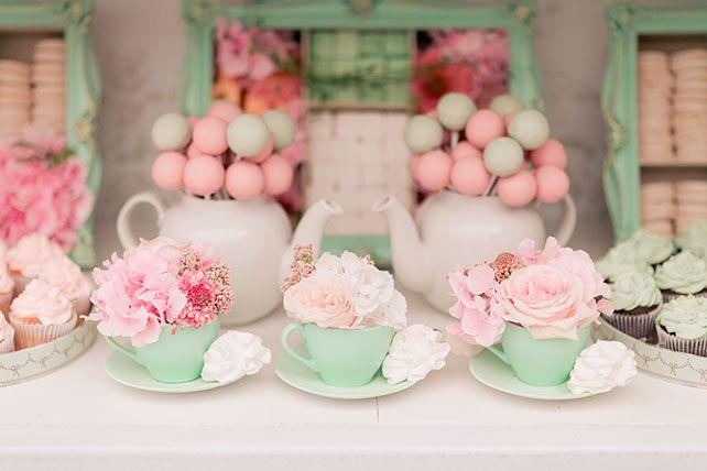 Свадьба в стиле французского кондитерского дома Ladurée, сладкий стол
