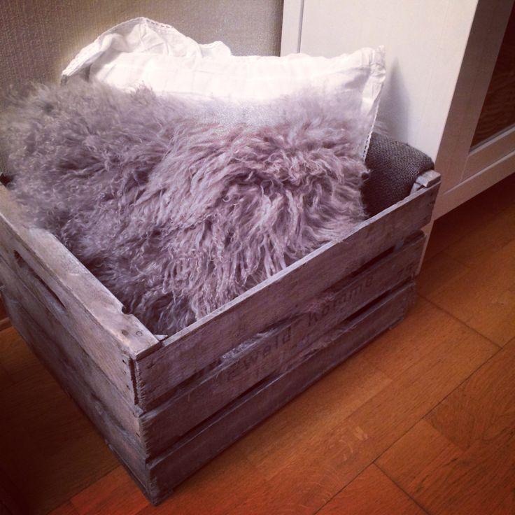 Interiørbeiset kasse