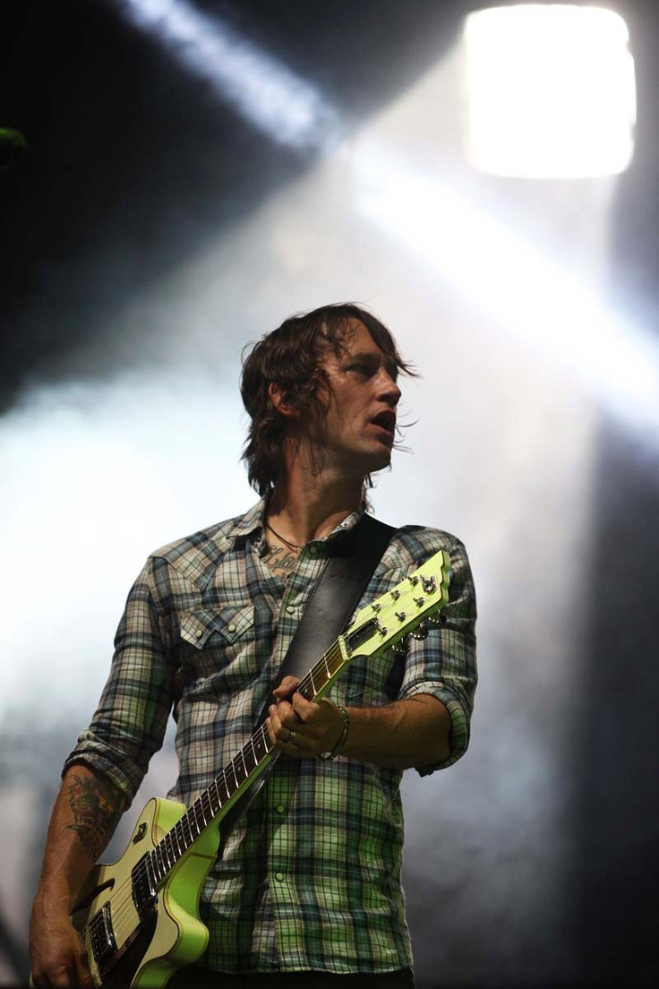 Chris Shiflett of Foo Fighters <3