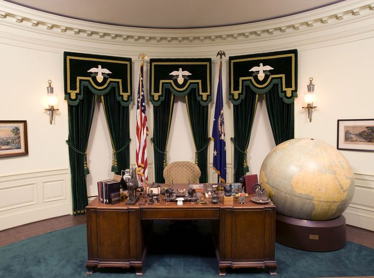 17 best images about the oval office on pinterest - Oval office desk ...