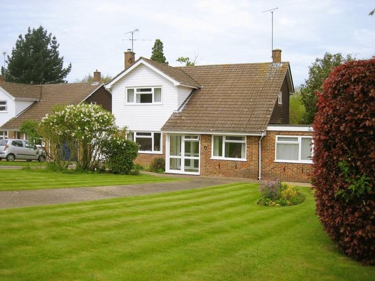 £495,000  4 Bedroom Detached House - Old Millmeads, Horsham, West Sussex, RH12 2LP Estate Agents