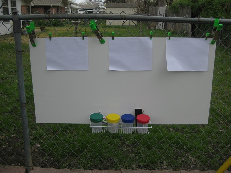 What a great idea for outdoor fun for the little ones. Set up an fence easel for paintings. Would be great for a birthday party with the kids dressing as artists!