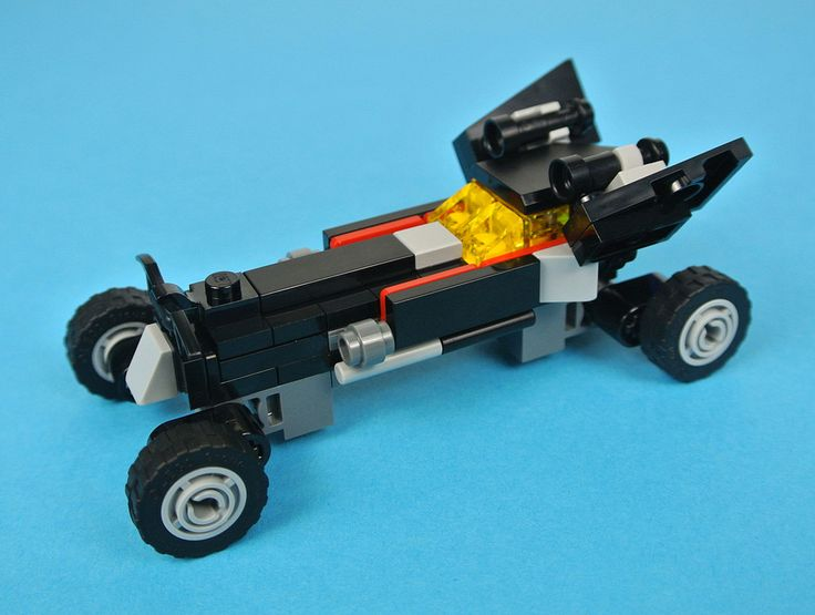 The LEGO Batman Movie has yielded several polybags in addition to the many standard retail sets, a couple of which are miniature versions of Batman's most famous vehicles. 30521 The Mini Batmobile is perhaps the most impressive of these, incorporating a high level of detail in relation to the low piece count.