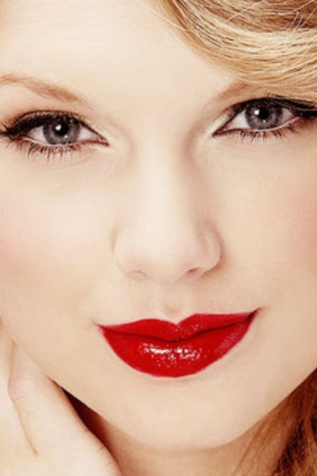 Taylor Swift's Red Lipstick(:
