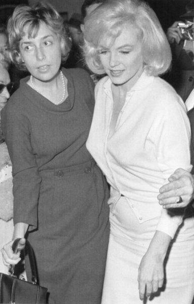 Marilyn Monroe leaving Columbia Presbyterian Hospital, March 5th 1961.