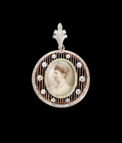 A diamond-set gold portrait pendant Fabergé, workmaster Michael Perkhin, St. Petersburg, before 1899