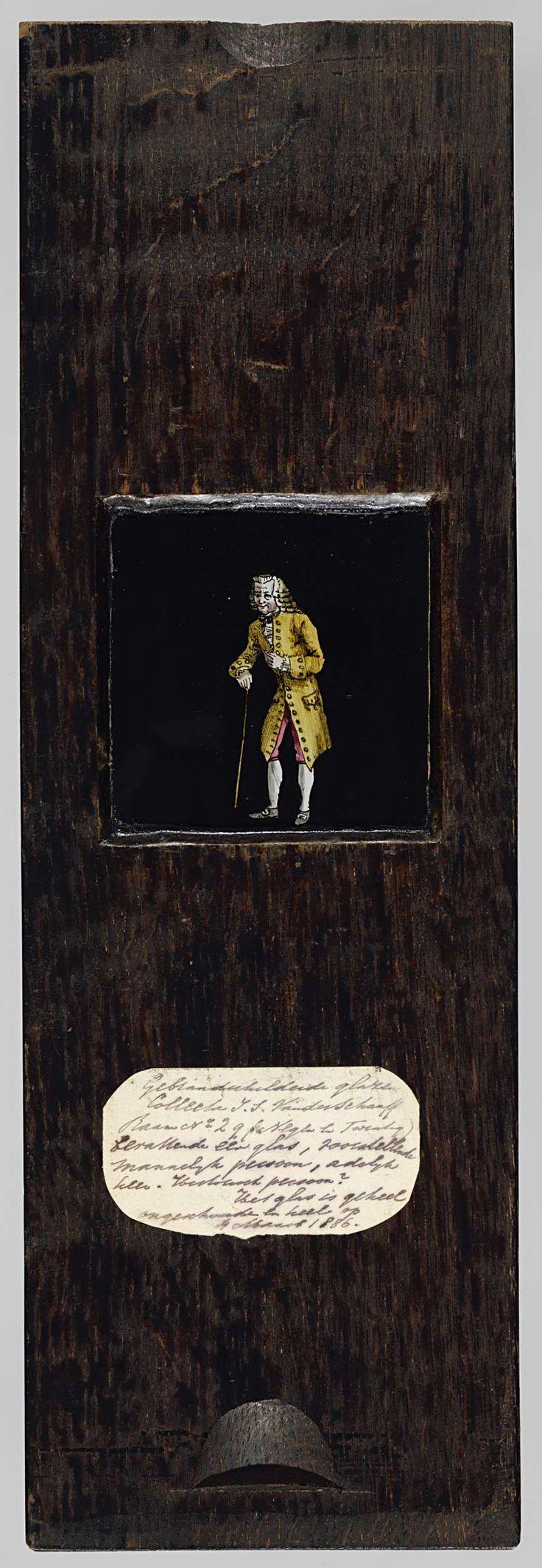 Anonymous | Heer met stok, Anonymous, c. 1790 - c. 1830 | Vierkante glasplaat in houten vatting. Een heer in gele kleren, leunend op een stok, ten voeten uit. De achtergrond is zwart.