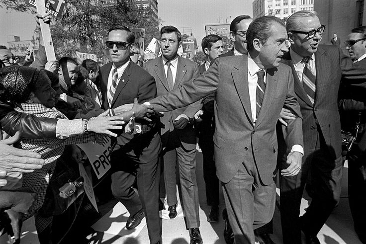 Agents Chuck Zboril and SAIC Bob Taylor with President Nixon