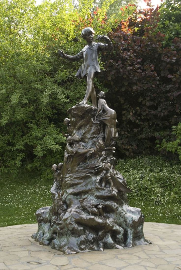 The Peter Pan statue features squirrels, rabbits, mice and fairies climbing up to Peter, who is stood at the top of the bronze statue. It is located in Kensington Gardens to the west of the Long Water.