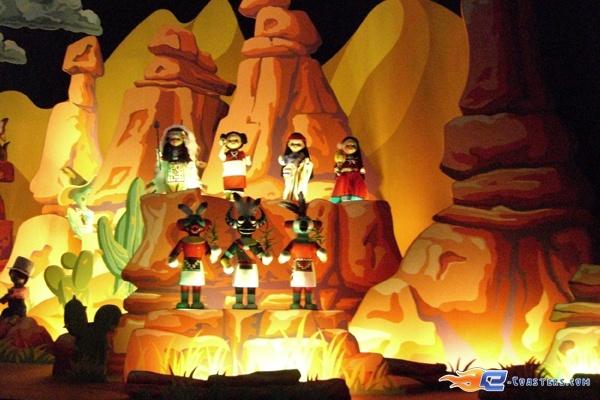 12/13 | Photo de l'attraction It's a Small World située à @Disneyland Paris (France). Plus d'information sur notre site www.e-coasters.com !! Tous les meilleurs Parcs d'Attractions sur un seul site web !!