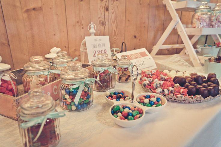 Die Candybar / Sweet Table von Jennifer bei ihrer Hochzeit. Foto: Viktor Schwenk Photographie