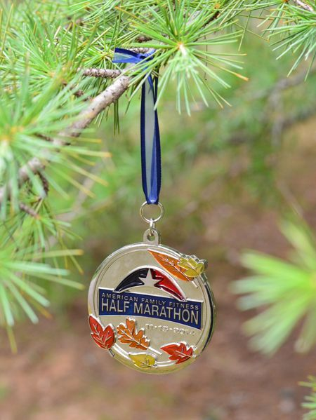 Two ways to turn race medals into Christmas ornaments (crazy easy!!)