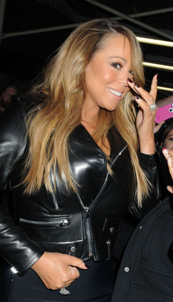 Mariah Carey Looks Hot In Her Tight Black Dress Photos