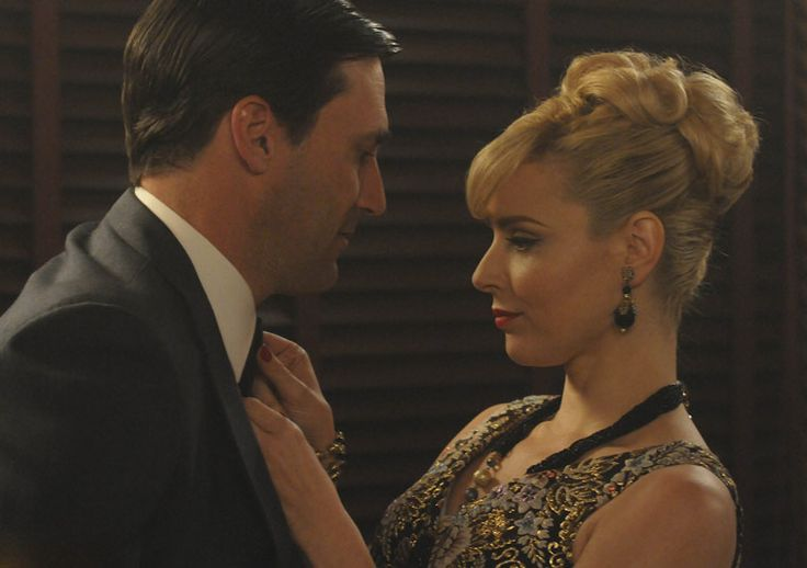 Another new woman in Don's life, Faye Miller (Cara Buono), Season 4, Ep. 6