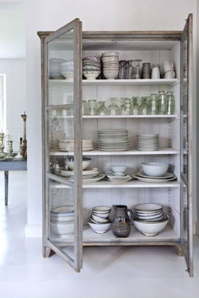 Love this farmhouse style decorating! Practical and simple.