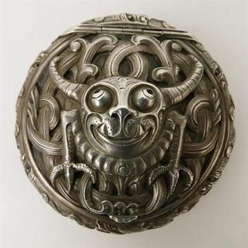 Henrik Moller 1858-1937, a silver Dragestil snuff box and cover, stamped H Moller Trondhiem 925 t