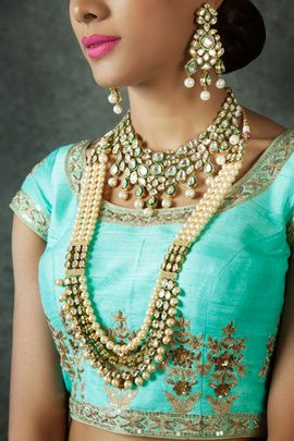Indian Wedding Jewelry - Polki and Pearls Necklace | WedMeGood | Polki Necklace with Pearl Drops, Polki Earrings with Meenakari Work and Pearls Rani Haar with Polki and Diamond Cut Work | #wedmegood #wedding #jewelry #polki