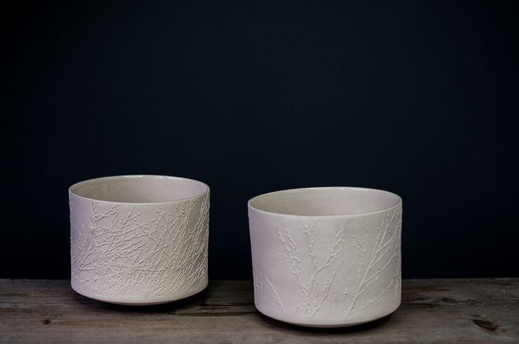 Evelina Wojtowicz, Crispy Lines Series #ceramics #delicate #roundedbase #art