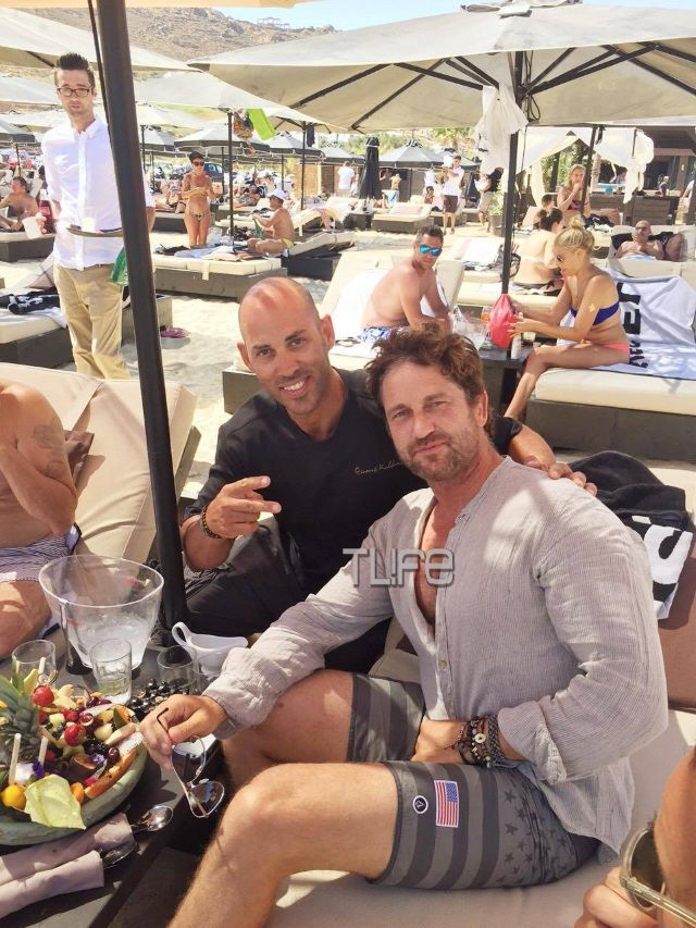 To TLIFE τον συνάντησε σε αγαπημένο στέκι στο Καλό Λιβάδι μαζί με άλλους διάσημους φίλους του!