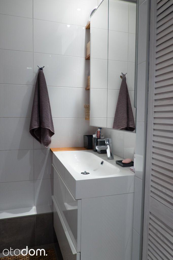 Świetne 2 pokojowe mieszkanie na sprzedaż w miejscowości Wrocław, Śródmieście,  kard. Stefana Wyszyńskiego, za cenę 330 000 zł. To mieszkanie na sprzedaż na 4 piętrze ma 49 m² powierzchni użytkowej i 49 m² powierzchni całkowitej. Właściciel jako najważniejsze zalety mieszkania wymienia: piwnica, garaż/miejsce parkingowe, oddzielna kuchnia. Otodom 45840414