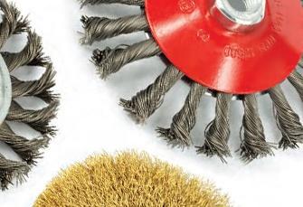www.consiglioabrasivi.com Abbiamo disponibile a magazzino una vasta selezione di spazzole metalliche in acciaio e acciaio inox per la pulitura di cordoni di saldatura, la rimozione di incrostazioni, ruggine, vernice calamina ed altri agenti contaminanti. Siamo disponibili per aiutarvi a scegliere l'utensile più adatto alle vostre esigenze.